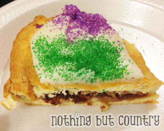 Easy King Cake for Mardi Gras | NothingButCountry.com